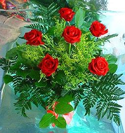 6 adet kirmizi gül buketi   Uşak online çiçek gönderme sipariş