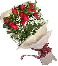 11 adet kirmizi güllerden özel buket  Uşak internetten çiçek siparişi