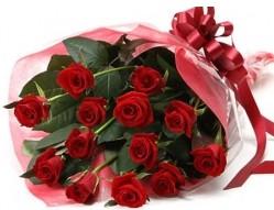 Uşak anneler günü çiçek yolla  10 adet kipkirmizi güllerden buket tanzimi