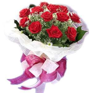 Uşak çiçek satışı  11 adet kırmızı güllerden buket modeli
