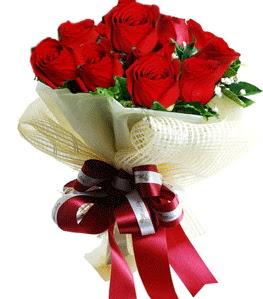 9 adet kırmızı gülden buket tanzimi  Uşak çiçek gönderme sitemiz güvenlidir