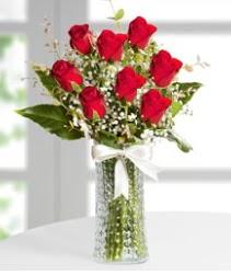 7 Adet vazoda kırmızı gül sevgiliye özel  Uşak çiçek siparişi sitesi