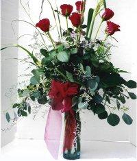 Uşak çiçek siparişi sitesi  7 adet gül özel bir tanzim