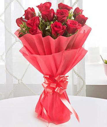 12 adet kırmızı gülden modern buket  Uşak çiçek yolla