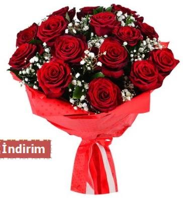 12 Adet kırmızı aşk gülleri  Uşak çiçek satışı