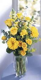 Uşak online çiçek gönderme sipariş  sari güller ve gerbera cam yada mika vazo