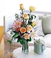 Uşak çiçek , çiçekçi , çiçekçilik  cam yada mika vazo içerisinde gül kazablanka