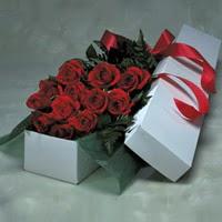 Uşak online çiçek gönderme sipariş  11 adet gülden kutu