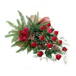 Uşak online çiçek gönderme sipariş  10 adet kirmizi gül özel buket çiçek siparisi