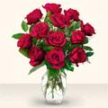 Uşak çiçek yolla  10 adet gül cam yada mika vazo da