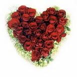 kalp biçiminde 15 gülden   Uşak güvenli kaliteli hızlı çiçek
