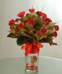 yapay güllerden vazo  9 gül  Uşak uluslararası çiçek gönderme