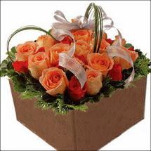 kare sandikta 11 gülllerden   Uşak çiçekçi mağazası