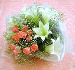 Uşak çiçek yolla  lilyum ve 7 adet gül buket