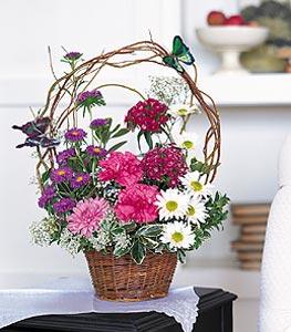 Uşak cicekciler , cicek siparisi  sepet içerisinde karanfil gerbera ve kir çiçekleri