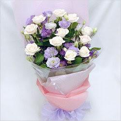 Uşak internetten çiçek satışı  BEYAZ GÜLLER VE KIR ÇIÇEKLERIS BUKETI