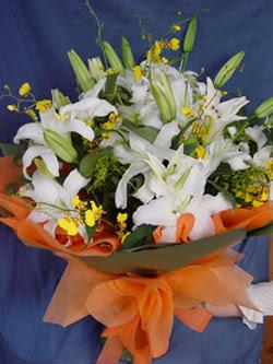 Uşak internetten çiçek satışı  5 ADET KAZABLANKA BUKETI KALITEDEN SASMAYANLARA