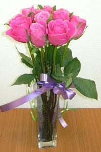 cam vazo içerisinde 11 adet gül  Uşak internetten çiçek satışı