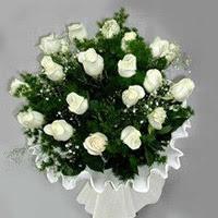 Uşak hediye çiçek yolla  11 adet beyaz gül buketi ve bembeyaz amnbalaj
