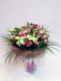 Uşak hediye çiçek yolla  karisik mevsim buketi mevsime göre hazirlanir.