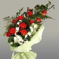 Uşak ucuz çiçek gönder  11 adet kirmizi gül buketi sade haldedir
