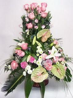 Uşak ucuz çiçek gönder  özel üstü süper aranjman