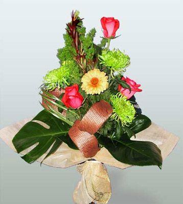 Uşak ucuz çiçek gönder  3 adet gül 4 adet gerbera çiçegi sade buket