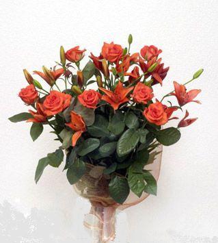 9 adet gül ve 3 adet lilyum çiçegi buketi   Uşak cicek , cicekci