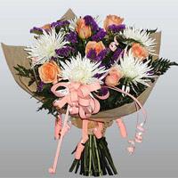 güller ve kir çiçekleri demeti   Uşak çiçekçiler