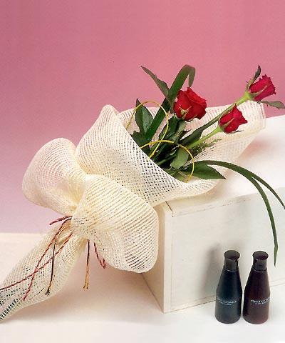 3 adet kalite gül sade ve sik halde bir tanzim  Uşak internetten çiçek siparişi