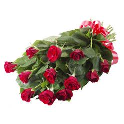 11 adet kirmizi gül buketi  Uşak yurtiçi ve yurtdışı çiçek siparişi
