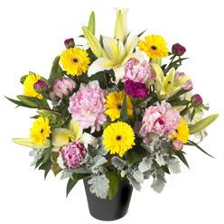 karisik mevsim çiçeklerinden vazo tanzimi  Uşak uluslararası çiçek gönderme