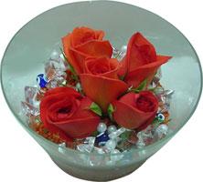 Uşak 14 şubat sevgililer günü çiçek  5 adet gül ve cam tanzimde çiçekler