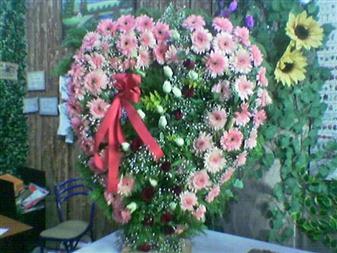 Uşak çiçek gönderme  SEVDIKLERINIZE ÖZEL KALP PANO