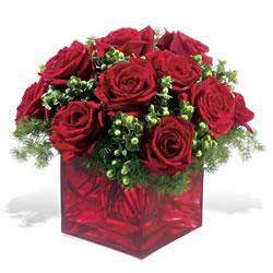 Uşak çiçek yolla  9 adet kirmizi gül cam yada mika vazoda