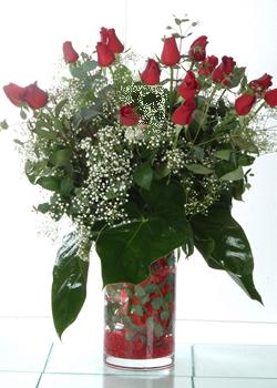 Uşak güvenli kaliteli hızlı çiçek  11 adet kirmizi gül ve cam yada mika vazo tanzim