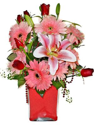 Uşak cicek , cicekci  karisik cam yada mika vazoda mevsim çiçekleri mevsim demeti