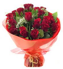 Uşak anneler günü çiçek yolla  11 adet kimizi gülün ihtisami buket modeli
