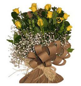 Uşak çiçek yolla  9 adet sari gül buketi