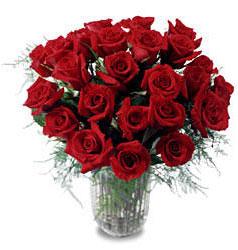 Uşak çiçek gönderme sitemiz güvenlidir  11 adet kirmizi gül cam yada mika vazo içerisinde