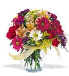 Uşak çiçek , çiçekçi , çiçekçilik  cam yada mika vazo içerisinde karisik kir çiçekleri