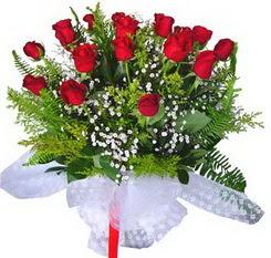 Uşak çiçek satışı  12 adet kirmizi gül buketi esssiz görsellik