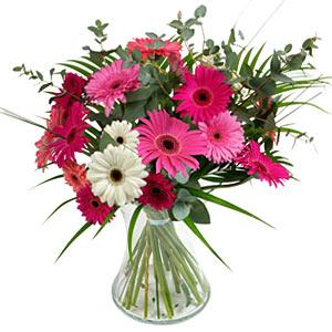 15 adet gerbera ve vazo çiçek tanzimi  Uşak online çiçek gönderme sipariş