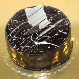 pasta gönder 4 ile 6 kisilik parça çikolatali yaspasta  Uşak internetten çiçek siparişi