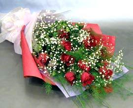 10 adet kirmizi gül çiçegi gönder  Uşak anneler günü çiçek yolla