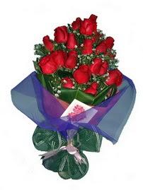 12 adet kirmizi gül buketi  Uşak online çiçek gönderme sipariş
