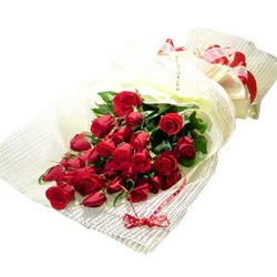 Çiçek gönderme 13 adet kirmizi gül buketi  Uşak çiçek satışı