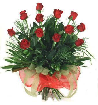 Çiçek yolla 12 adet kirmizi gül buketi  Uşak güvenli kaliteli hızlı çiçek