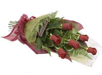 ucuz çiçek siparisi 6 adet kirmizi gül buket  Uşak çiçek siparişi sitesi