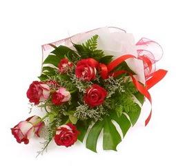 Çiçek gönder 9 adet kirmizi gül buketi  Uşak çiçek siparişi vermek